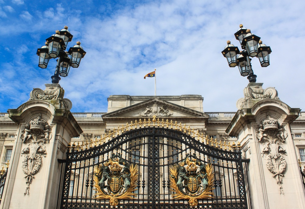 I love the intricate details on the gate of the palace!
