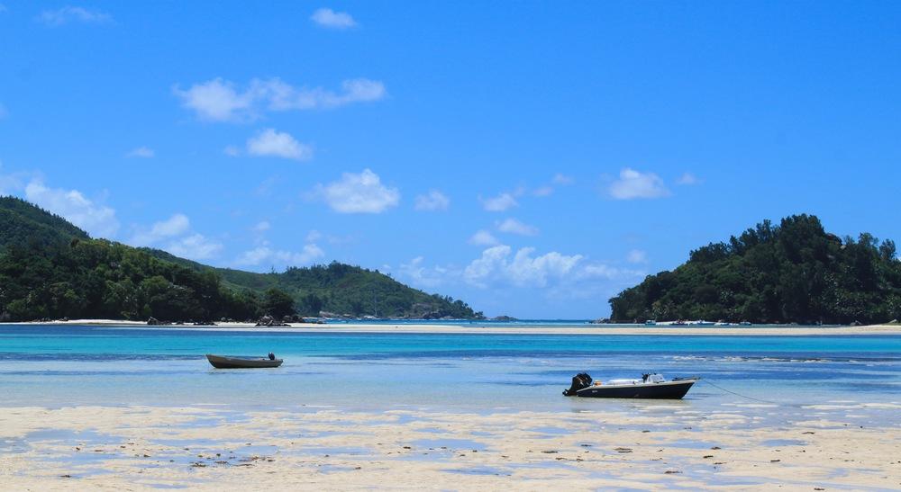 Boating between the islands