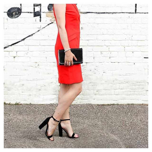 Loving this red dress, it is so classic and chic! Take an extra 40% off right now! {To shop this look and other outfits featured on IG, click link in profile}