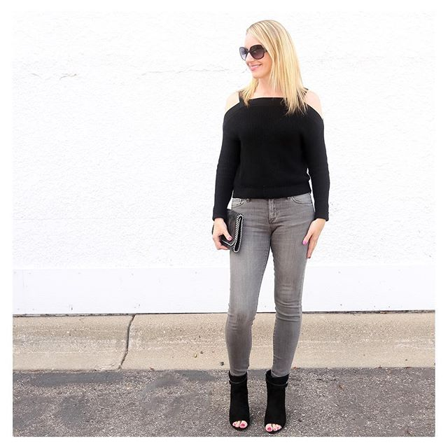 Is it sweater weather yet? Loving this lightweight cold shoulder number from @express. Perfect for cooler fall days! {To shop this look and other outfits featured on IG, click link in profile}