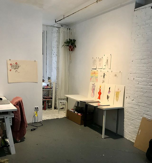 Finally settling into my new studio space at @basementown 💓🌟 it's so fucking rad to be part of this group of badass artists including @vivimagemoves @joeychristianodiaz @nakapatchi @fatty_spice @forgetfulshirt feeling soooo blessed 😁🍾 #artstudio #illustration #badassery