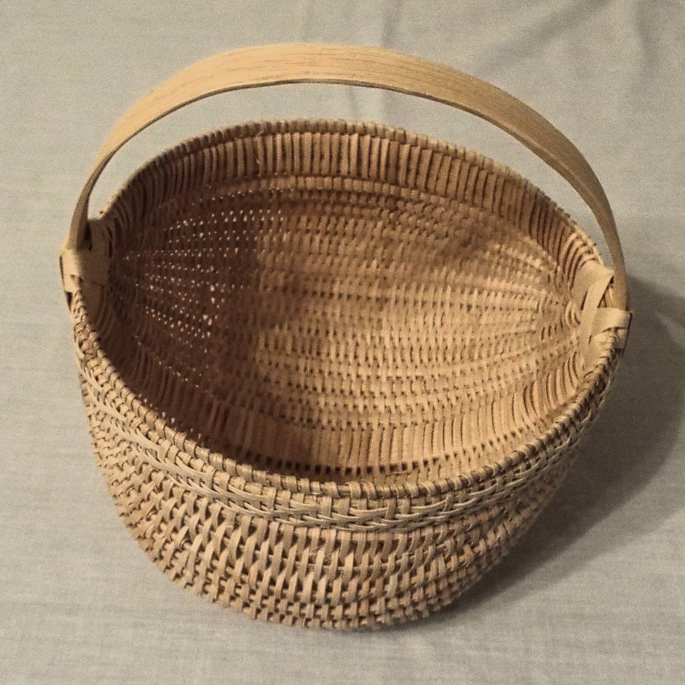 Completed 7 inch White Oak  Egg Basket.JPG