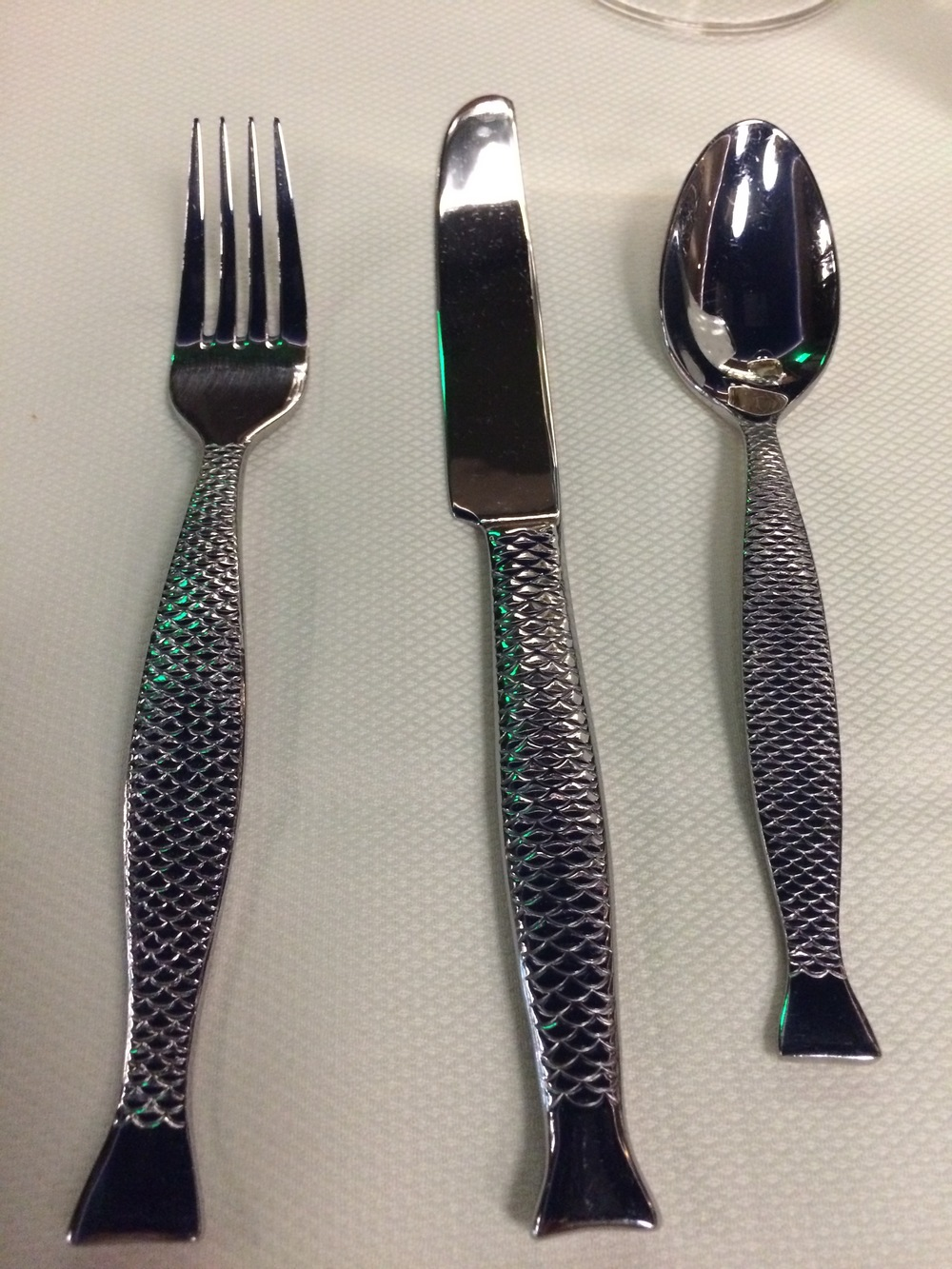 Keeping the fish theme from utensils to table cloth and napkins!