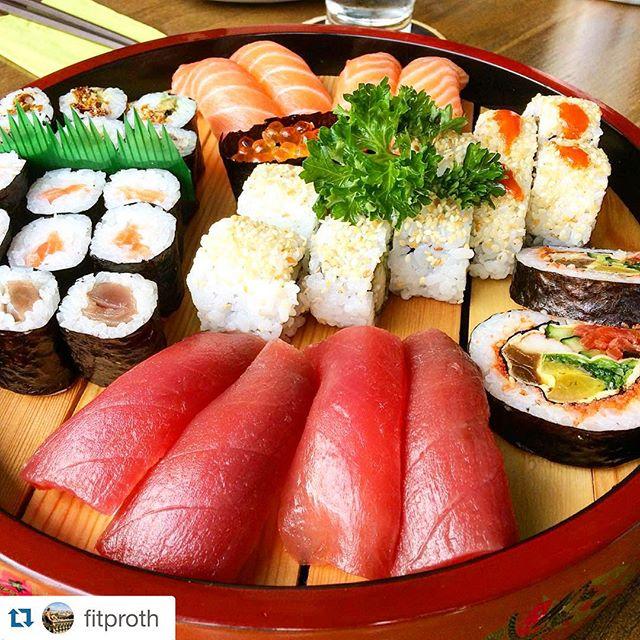 Heute schon was fürs Mittagessen geplant? Nein? Dann kommt ins KOFOOKOO! 12:00 Uhr - 15:00 Uhr ist Mittagsbetrieb. 🍣🍣