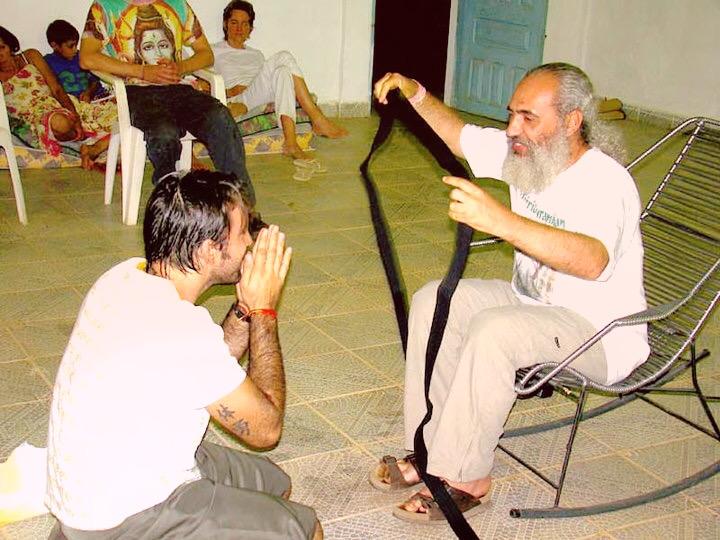 Recebendo a faixa preta de Sri Prem Baba em 2010