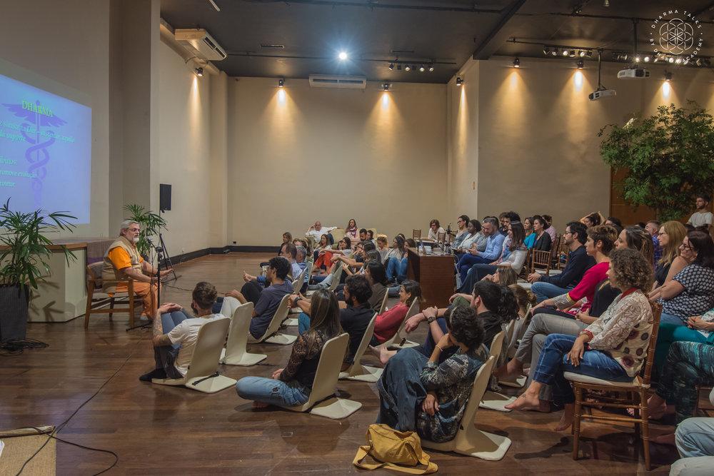 Dr Ruguê no Dharma Talks #13. Foto Fabio Lisi