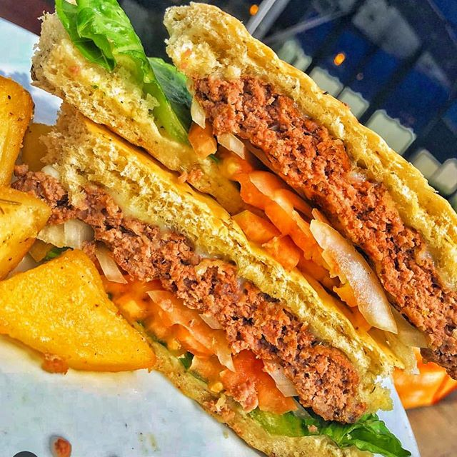 Had you try our amazing burger sandwich 🥪! It will totally melt in your mouth ! 📸 @appetiteempire