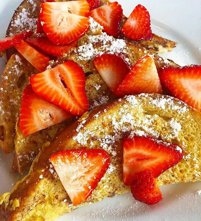 #Repost @imhungry ・・・ Strawberry French toast from @modomio_sherman_oaks #imhungryla #brunch