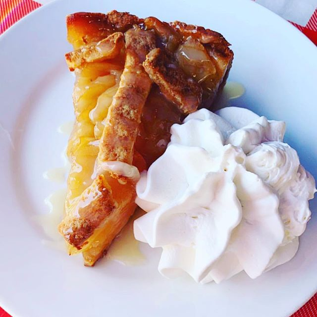 Don't forgot dessert and our apple pie is very delicious 😋 . . . 📸 by @msnycole