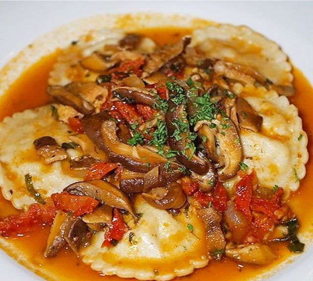 Come try our ravioli is delicious and is big portion to share. . . . 📸 @vegasandfood