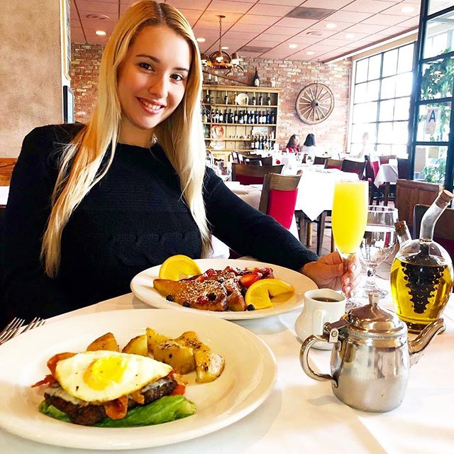 #Repost @carolinamunhoz ・・・ Sunday funday! We had such a great day! Amazing brunch at @modomio_palisades with @raphaeldraccon! Mimosas and french toast: sign me in!🥂 Dia maravilhoso com o Rapha hoje! Curtindo esse domingo gostoso! #pacificpalisades #modomio