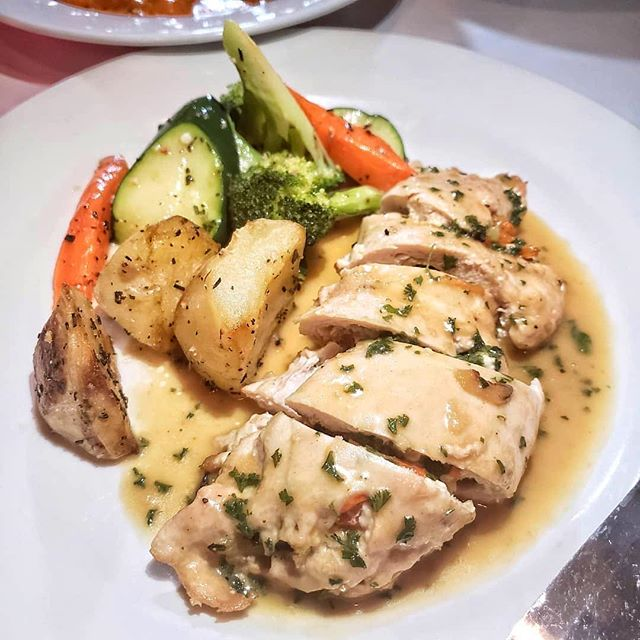 #Repost @mrfoodie4life ・・・ This chicken with vegetables was not only tasty but felt healthy too 😁😁😁 got this over at @modomio_palisades                              ❤❤❤❤❤❤❤❤❤❤❤❤ _GO OUT & TREAT YOURSELF _ ❤❤❤❤❤❤❤❤❤❤❤❤                              #chicken #chickenplate #veggies #healthyfood #healthyeating #stuffedchicken #mydinner #localeats #eatlocal #eeeating #grubing #larats #lafood #lafoodie #letseats #letsgrub #dinner #lunch