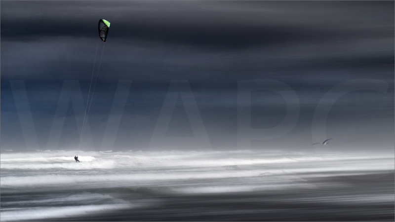 Stormy kite surfing