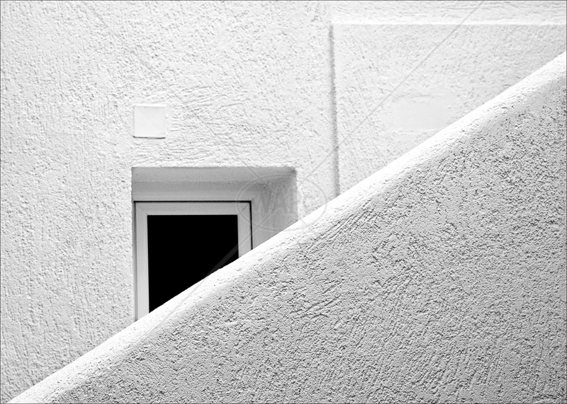 Hole in the Wall by Tony Thomas - C (Adv mono)