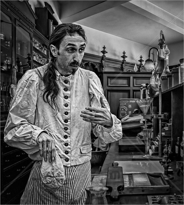 The Alchemist by Hugh Stanton - C (Adv mono)