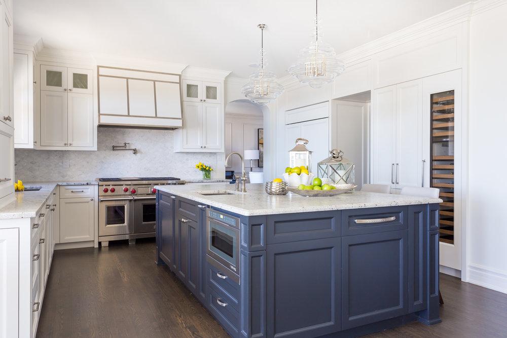 oakville-interior design-kitchen-custom-island-robson hallford