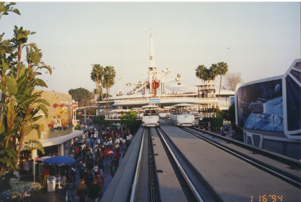 Disneyland_0002_Layer 21.jpg