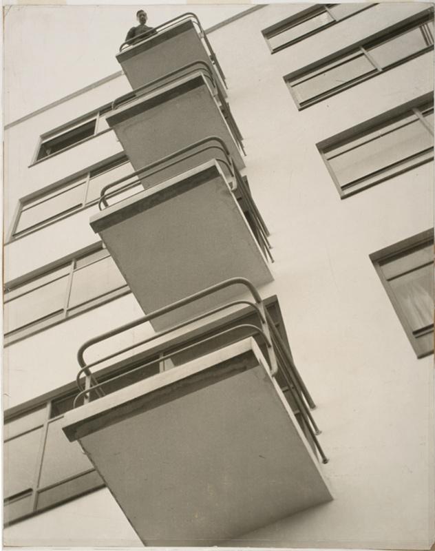 moholynagy_bauhaus_balconies-1926.jpg