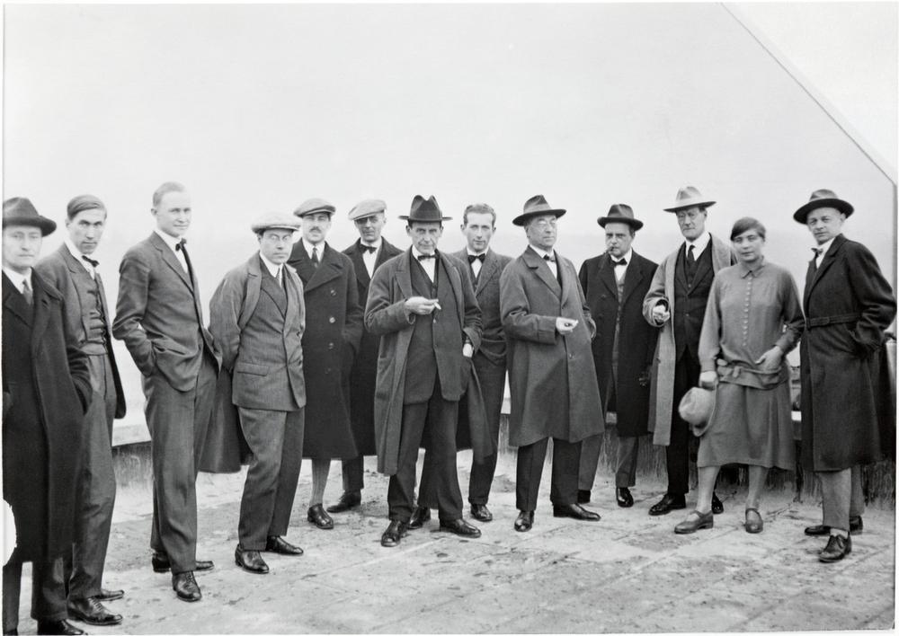 22_-Bauhaus_-Erich-Consemuller.jpg