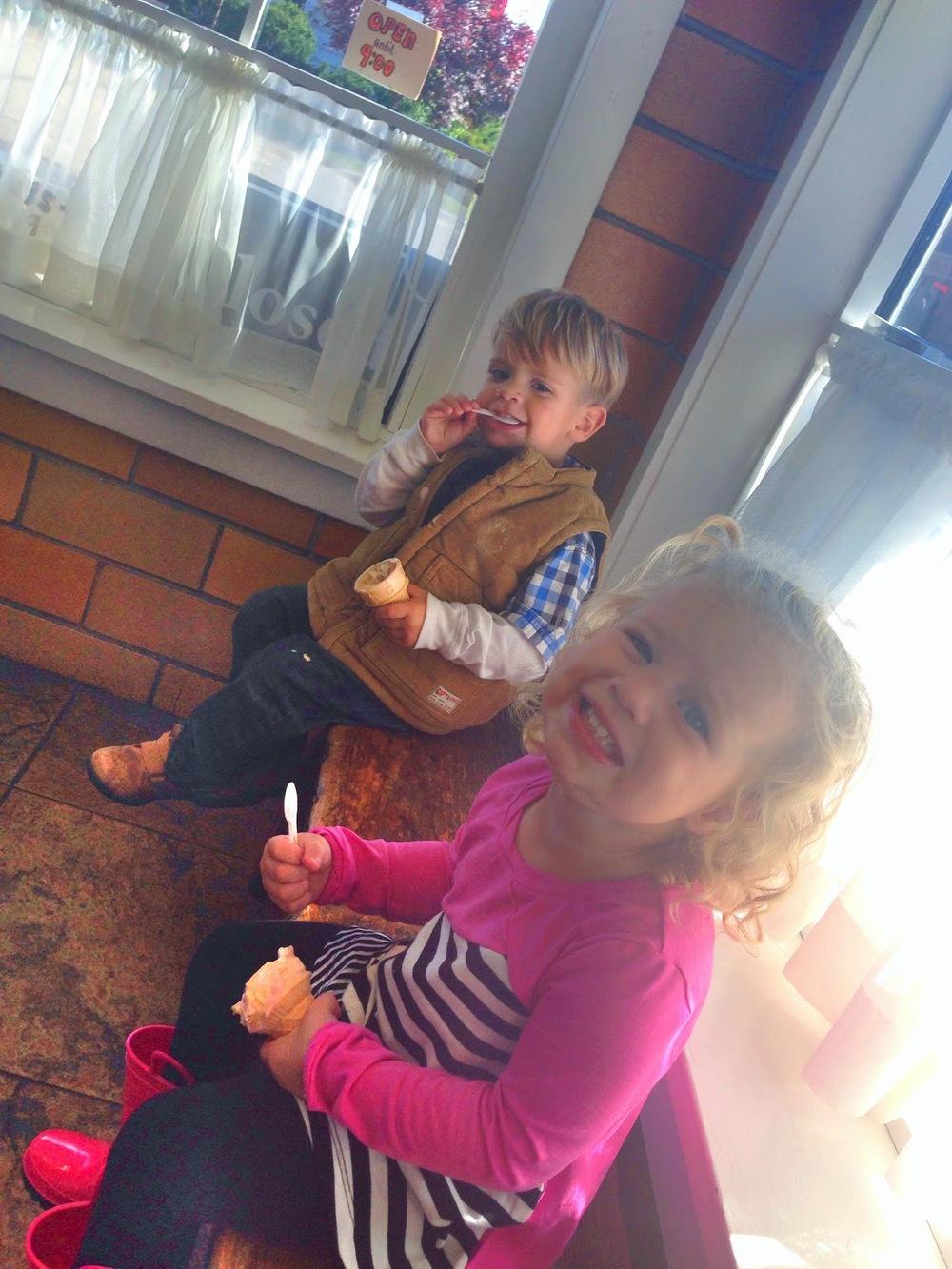 Roz & Cylis eating ice cream.jpg