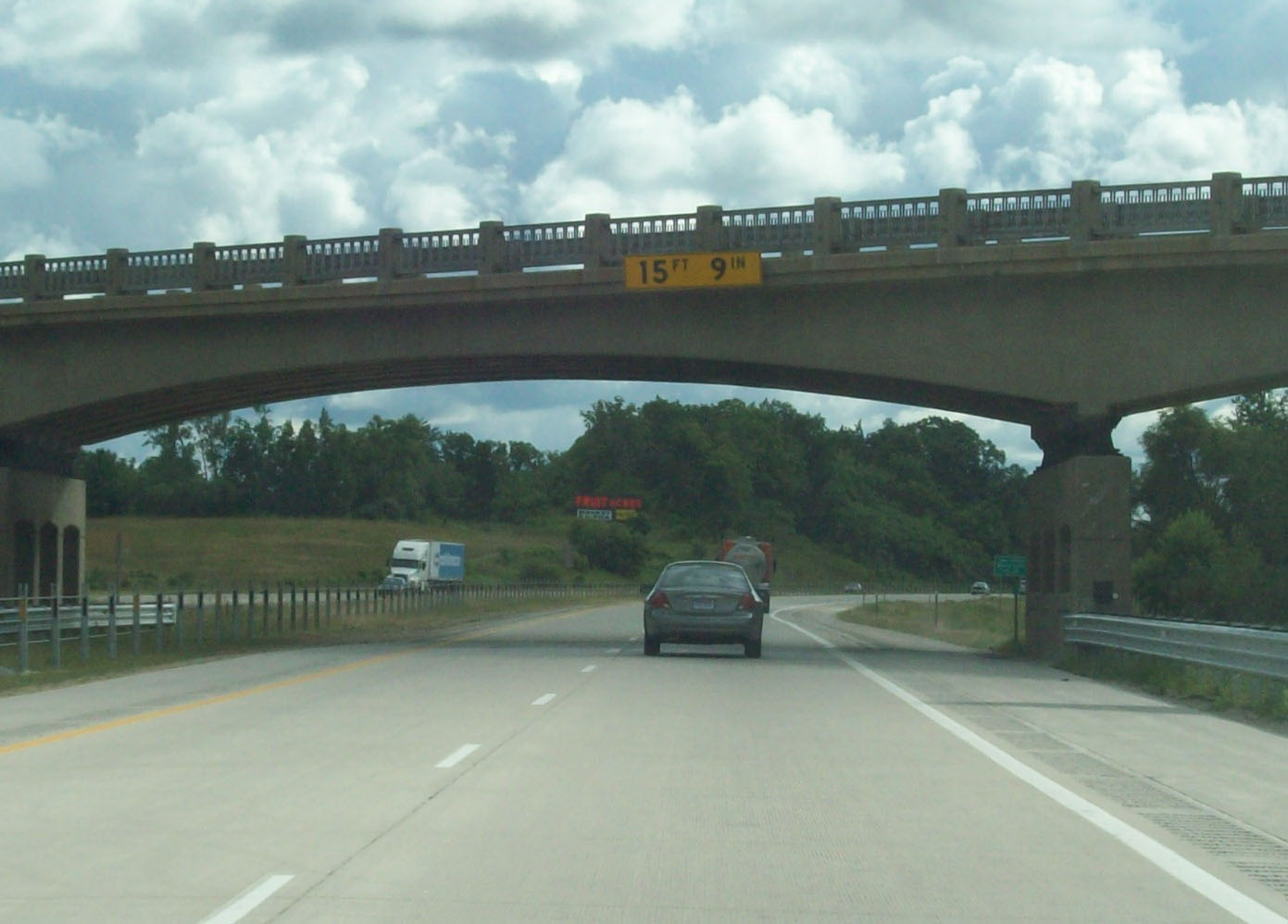 Non_Interchange_Signage_with_Mileage_Signage