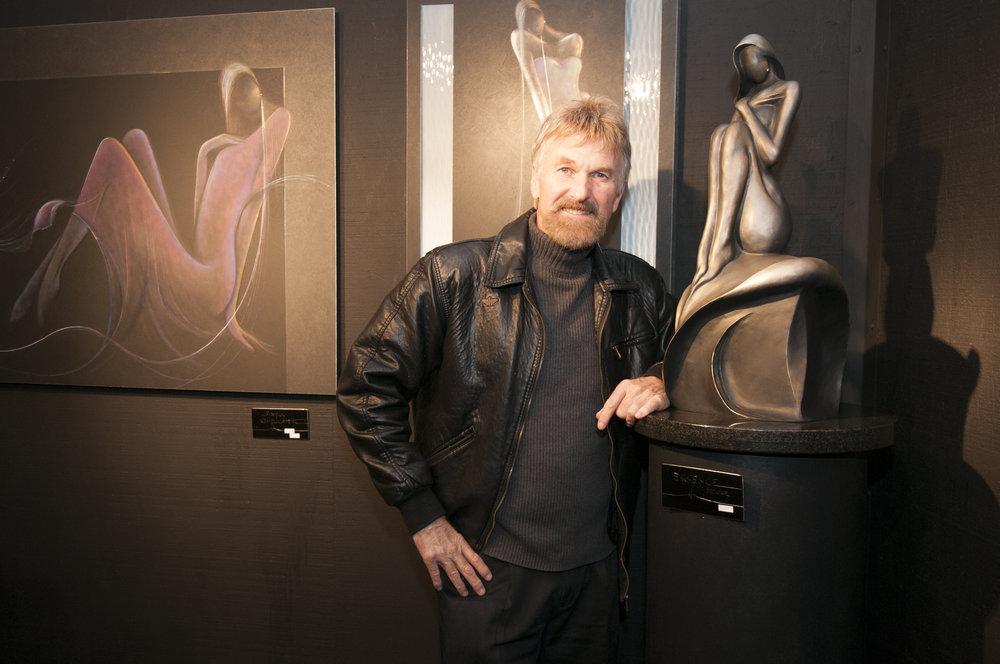"Scottsdale Modern Luxury - Feature Artist and Sculpture ""Valentine."" Art Displayed at the Arizona Fine Art Expo"