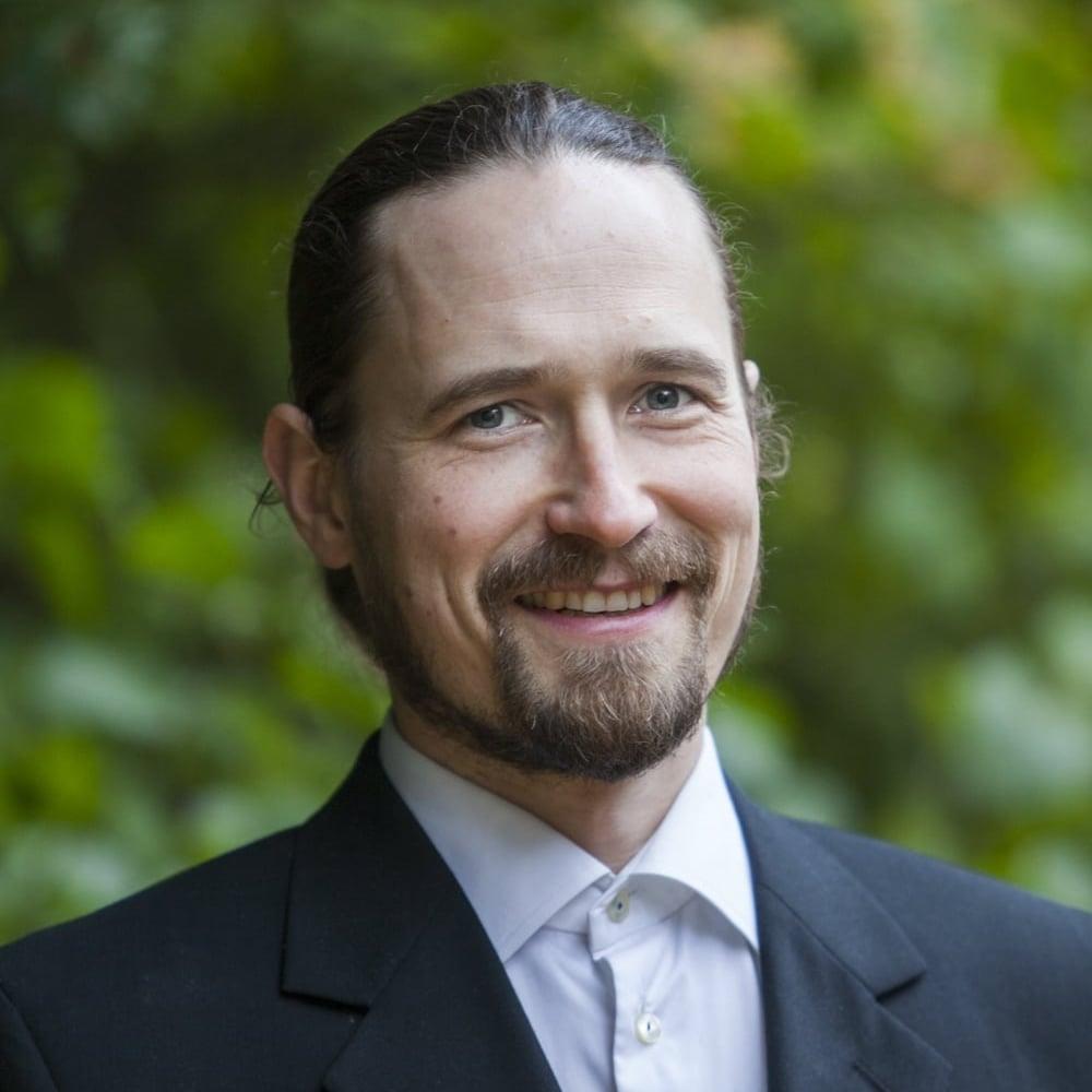 Rauli Partanen on tietokirjailija, jonka aikaisempi teos Suomi öljyn jälkeen (2014) nousi Tieto-Finlandia-ehdokkaaksi.