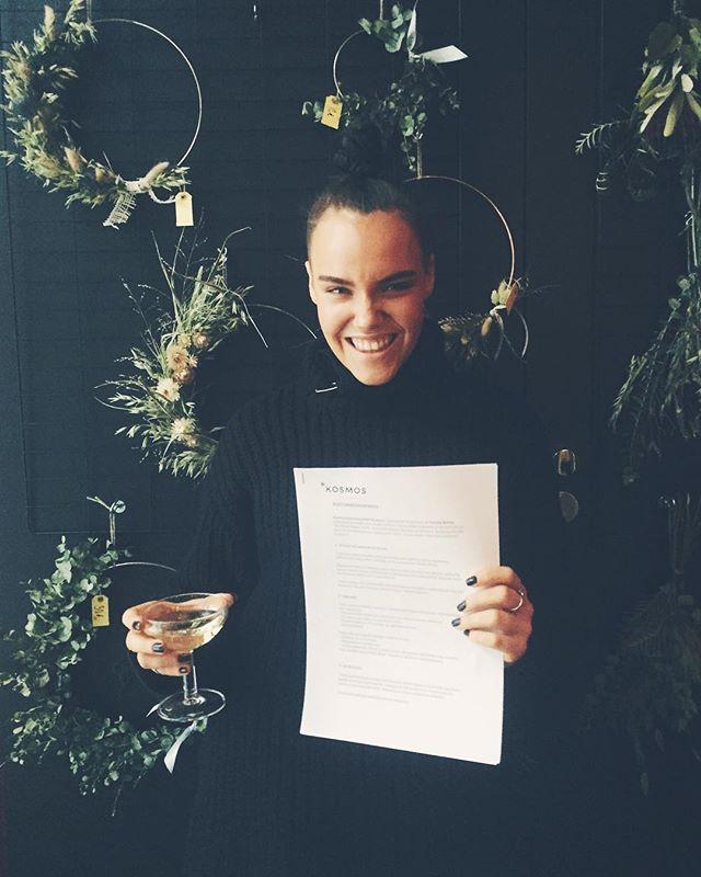 Vuoden ensimmäinen kustannussopimus, eikä vois alkaa paremmin. Tervetuloa porukkaan ultimate dream girl @nataliakallio! 〰✨ #kosmoskirjat #nataliakallio #sheneedsbiggerboots