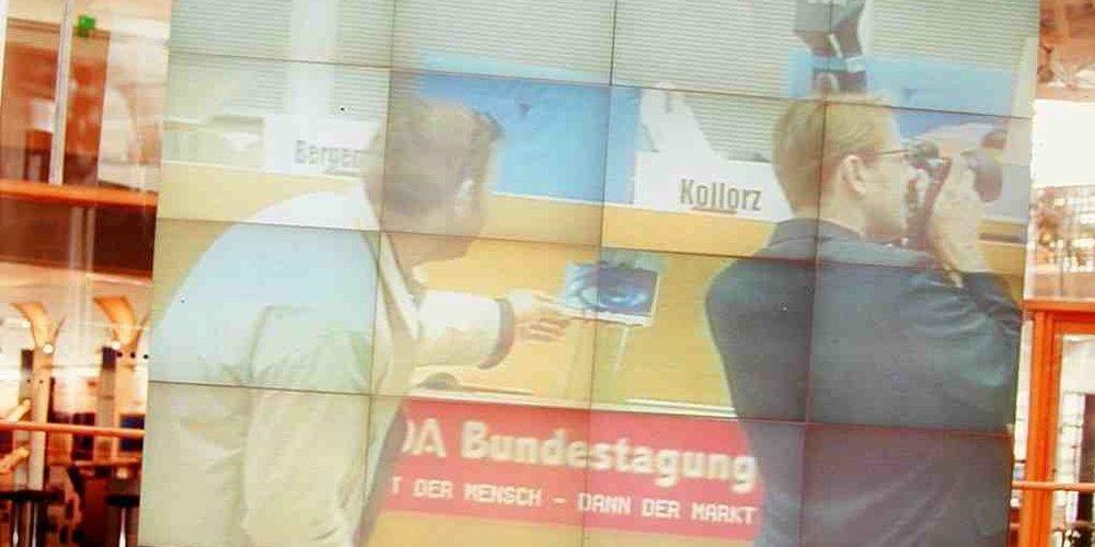 Auf diesem Blid stehe ich mit keinem Geringeren als Philipp S. Husemann - DEM Werber-Urgestein bei  hdca.de  am Redepult des nunmehr ehemaligen Deutschen Bundestages.