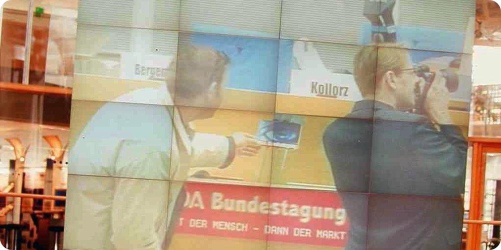 Auf diesem Blid stehe ich mit keinem Geringeren als Philipp S. Husemann - DEM Werber-Urgestein bei  hdca.de  - am Redepult des Deutschen Bundestages.
