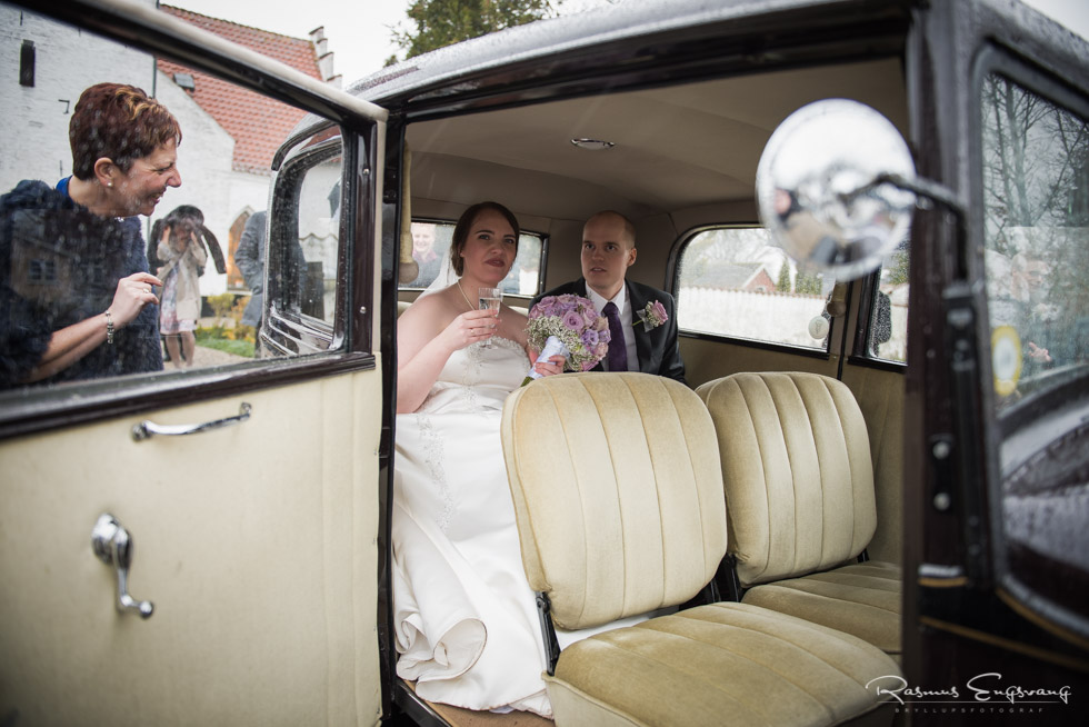 Brudepar-Veteranbil-Bryllupsbillede-5.jpg