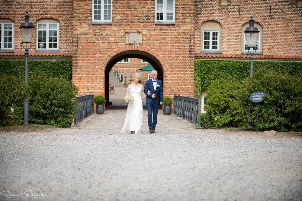 Bryllupsfotograf_Holckenhavn_Slot_Bryllup-215.jpg