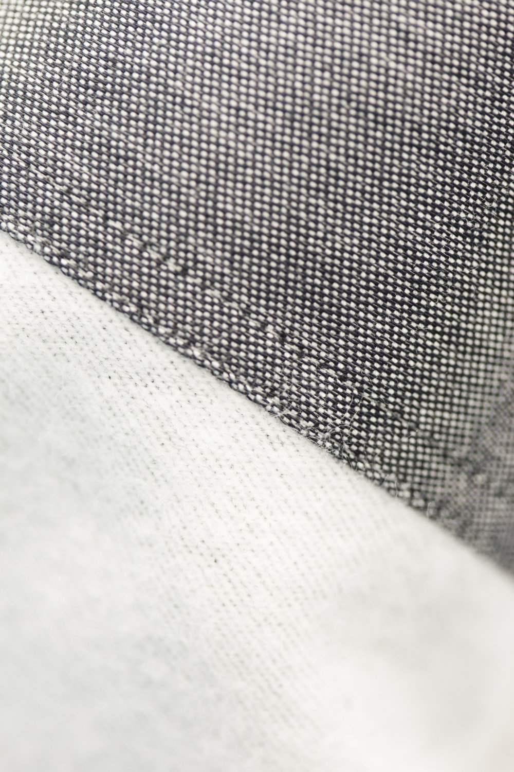 This heavy oxford fabric have undergone an extreme brushing by several stages to achieve this super soft touch and warm feeling. The fabric is made by 2 contrast yarns to give more depth to the look. Used on style Grit Reverse Cuff.