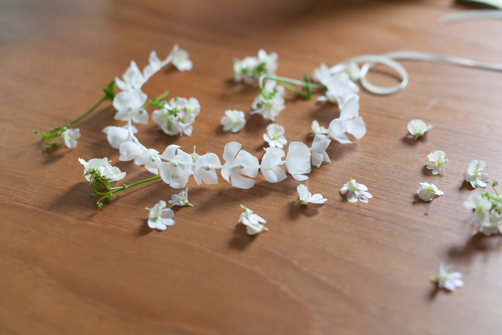 simple-boho-wedding-daisy-hydrangea-flower-crown-hair-vine