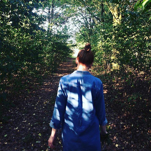M o n d a y What a day, but calm energy from a wonderfully outdoorsy weekend enjoying the last warm days got me through! How was yours? . . . #aquietmoment #slowweekend #thehappynow #visualsoflife #thatsdarling #darlingweekend #verilymoment #fearlessandframed #sundaywalk #happymoment #momentslikethese #mybeautifulmess #vsco #theartofslowliving #lastdaysofsummer #septemberlove #momentsmine #natureinthehands #outwalking #forestlove