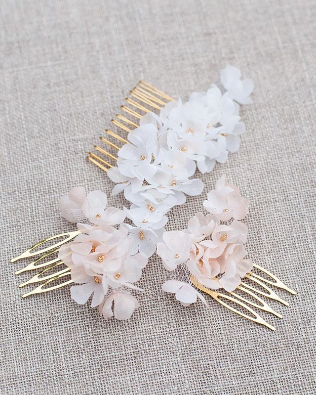 F l o r a l Finished lots of our Marigold combs today. They come in Ivory or blush with gold or silver beads, and you can choose how many you'd like in a set. . . . #blackbirdspearl #hamburg #handmade #instabride #instabraut #instabräute #bridalheadpiece #bridalaccessories #floral #flowercomb #coolbride #modernbride #alternativebride #indiebride #uniquebride #bridalinspiration #bridalstyle #weddingstyle #laidbackbride #bohobride #minimalbride #bride2017 #engaged #instadaily #weddinginspo #minimalist #braut2017 #verlobt #hochzeit