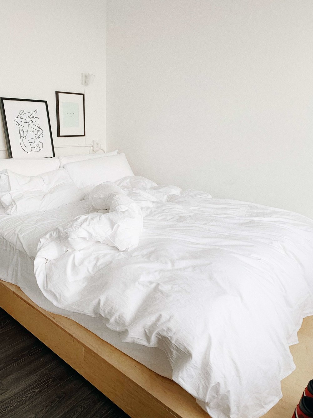 taraleighrose-annex-hotel-toronto-influencer-lifestyle-influencer-room (1).JPG