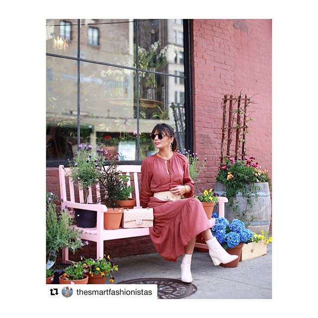 She makes the earrings look good!#stunning  #Repost @thesmartfashionistas ・・・ When you find the perfect wall and bench to match your outfit ✔️✔️ #nyc #newyorker #nyclife #ootd