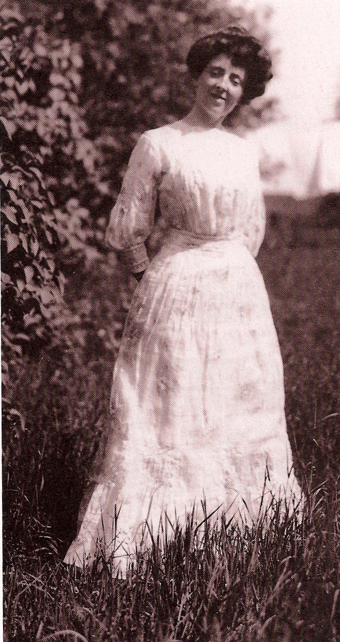 Lucy Maude Montgomery in afternoon dress, c. 1911.  More photos of her wedding trousseau .