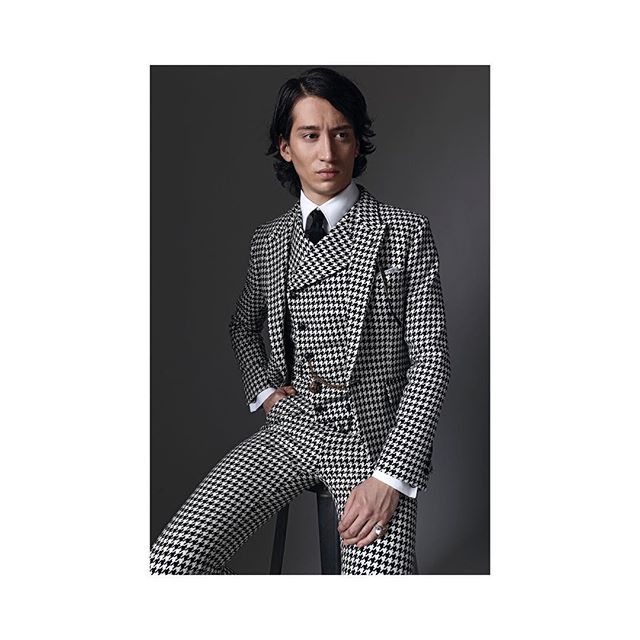 Luke wearing houndstooth suit by @joshuakanebespoke from 'THE ICON' collection.  Limited edition British woven fabrics reinvented from JK's past collections archive. Mua @emakaspermua ——— #visualsoflife #CreateCommune #AGameofTones #artofvisuals #aov #nikon  #d800 #captureone #bartpajak