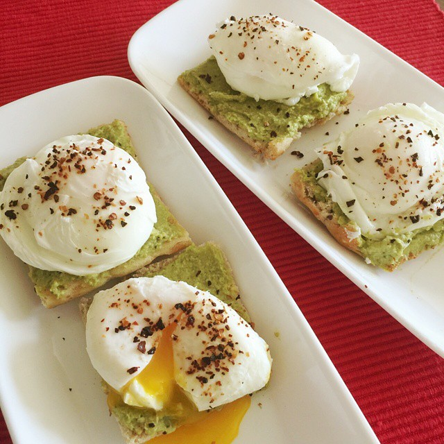 Sunday Brunch=Lazy Cooking #brunch #brunchathome #lazycooking #easycooking #sunday #eggs #poachedeggs #avacado #avacadotoast #chipotlepeppers #easy #twist #peachpartylove