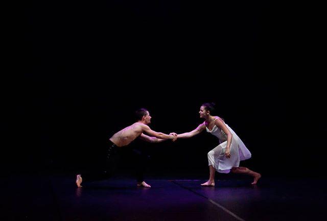 Happy Saturday! @paulistersummerville @jedidiahtaylor in#amore. Photo credit: @circeadena  #danceinthemoonlight #comedancewithme #dance #ballet #contemporarydance #danceinredding #reddingca