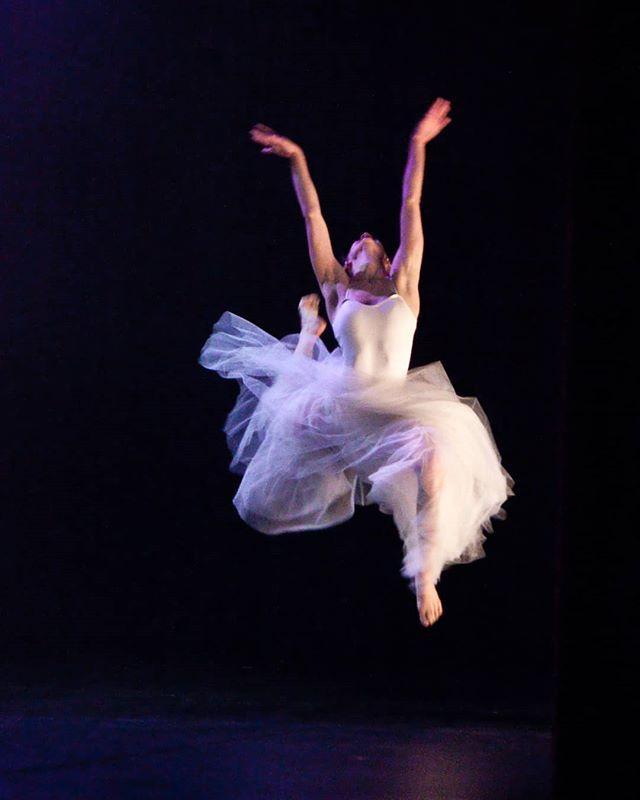 @anna_ruth_ellis in #amore. Photo Credit: @circeadena  #tututuesday #danceinthemoonlight #danceinredding #dance #dancer #ballet #reddingca #promtingartsnow