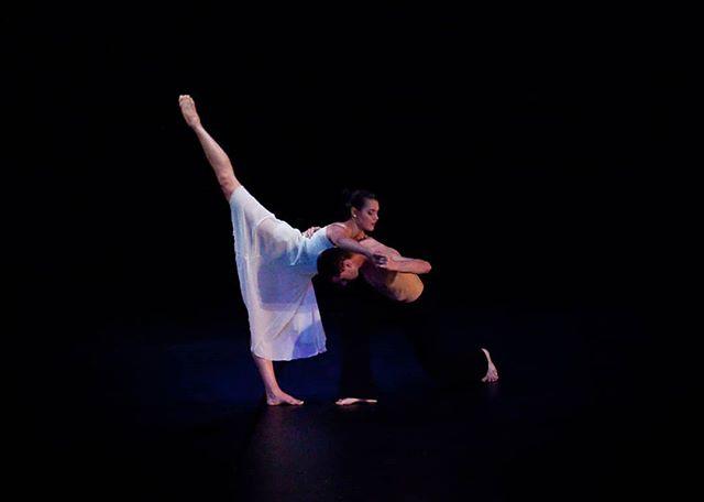 #flashbackfriday @paulistersummerville @jedidiahtaylor in #amore. Photo credit: @circeadena #danceinthemoonlight #dancers #dancepartners #ballet #contemporarydance #danceinredding #reddingca