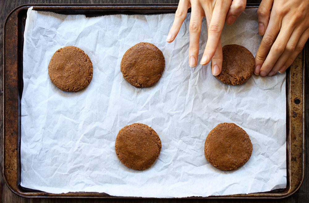 Ginger Molasses Cookies // Natural Girl Modern World // Vegan
