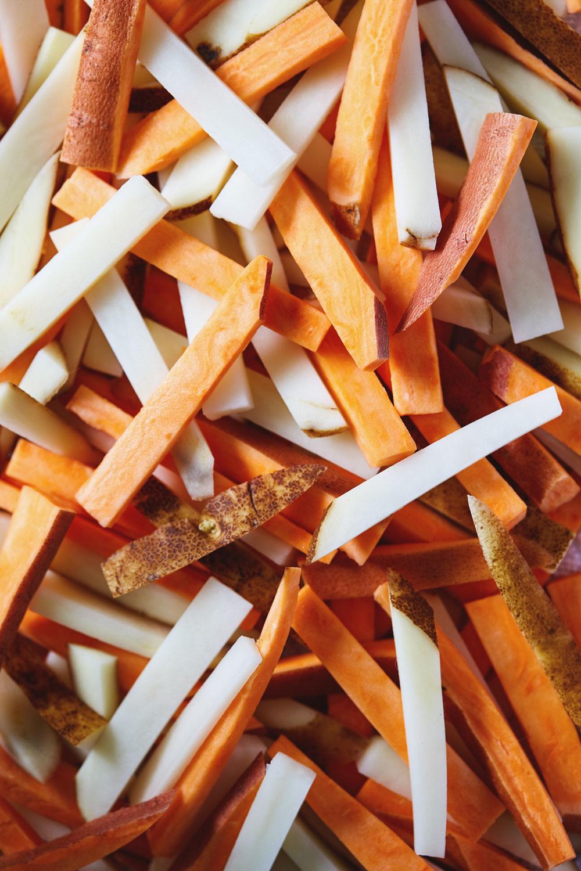 Vegan Chili Fries with Avocado Cream // Natural Girl Modern World // Vegan & Gluten Free