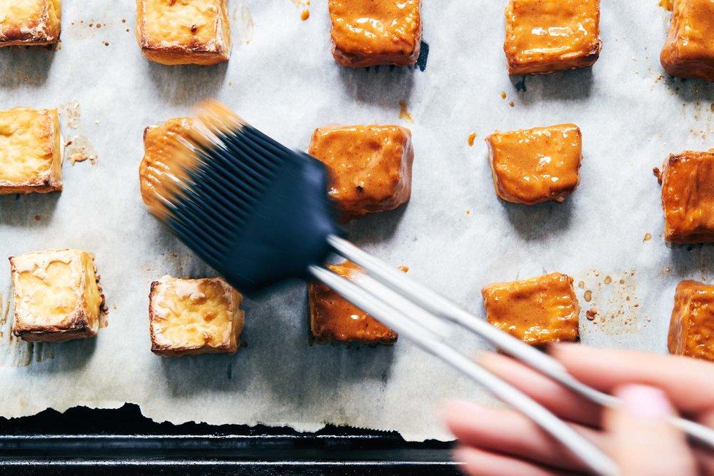 Vegan Spring Roll Salad with Creamy Peanut Sauce | Vegan & Gluten Free | Evergreen Kitchen