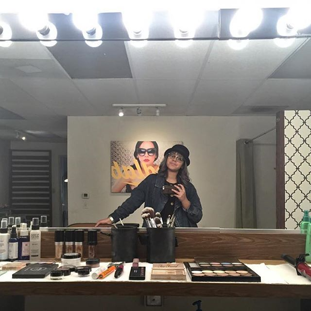 yeritzamarie Portait Marathon Makeup Set Up Ready   #mua  #makeup  #losangelesmakeupartist  #losangeleseditorial  #losangelesheadshots  #losangeles  #fashionphotography  #fashionblogger  #fashionmakeup