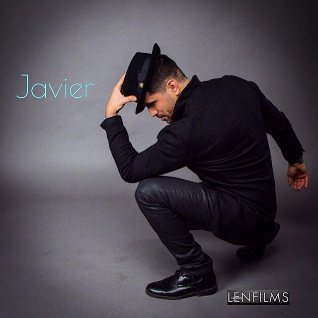 lenfilms Hats off to all from Latin singer Javier Almaraz. Styled by Jasmine Betancourt  @jasmine_betancourt  #studio  #latinsinger  #singer  #hat  #menshats  #redlabstudios  #stylist  #styled  #malemodel  #model  #photoshoot  #latinmusic  #latinartist  #livenationlatino  #salsas  #cantantes  #internacional  #concierto  #latinos