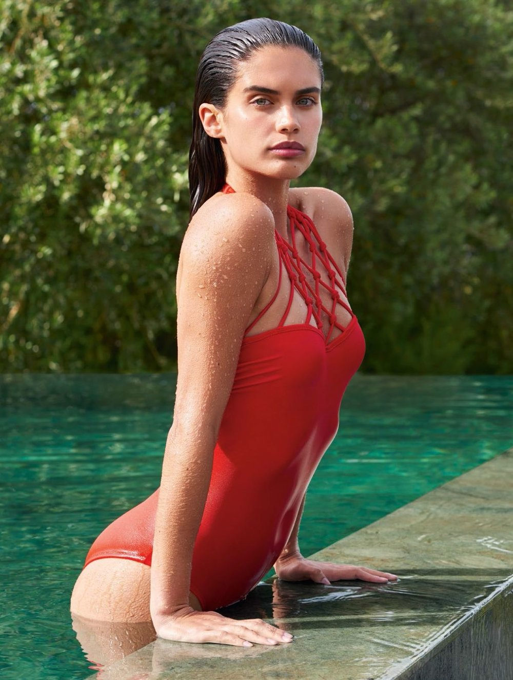 sara-sampaio-by-liz-collins-for-vogue-turkey_1.jpg